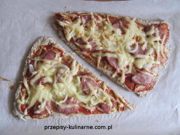 Wiejska pizza w wersji trójkątnej