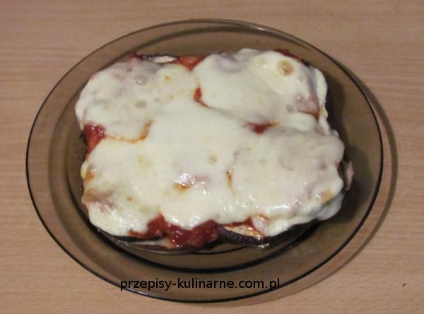 Cukinia i bakłażan zapiekane z sosem pomidorowym i mozzarellą