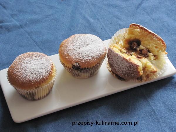 Muffiny z drażami orzechowymi