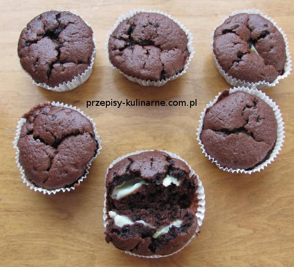 Muffiny czekoladowe z budyniem