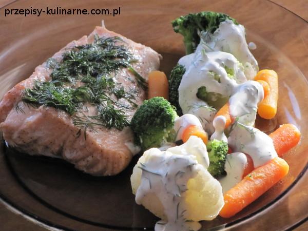 Łosoś i warzywa na parze