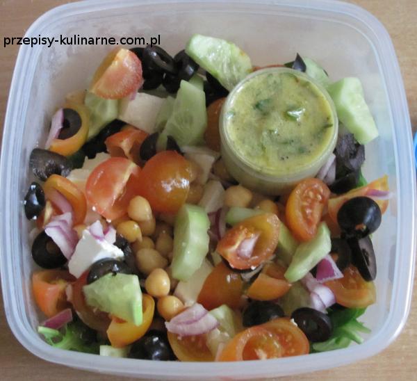 salatka z ciecierzyca i feta