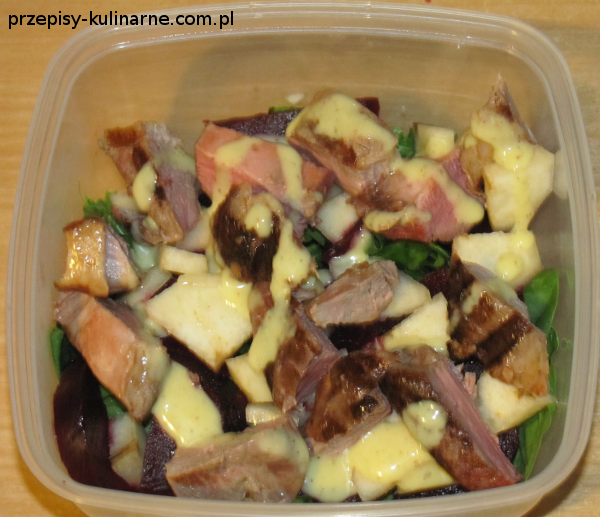 salatka z kaczka burakiem i gruszka