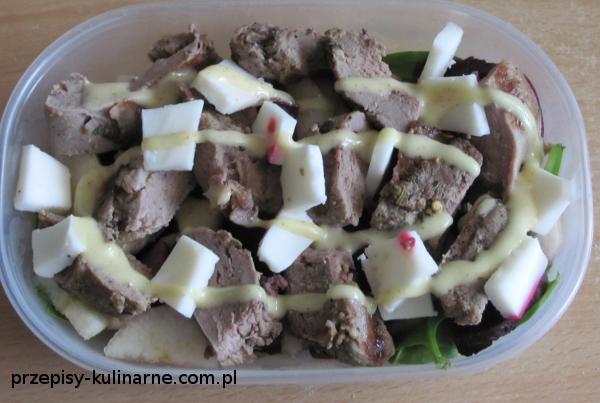 salatka z kaczka burakiem i serem kozim