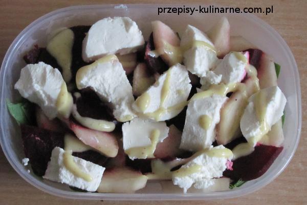 salatka z serem kozim gruszka i burakiem