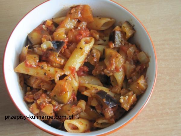 makaron z baklazanem i pomidorami