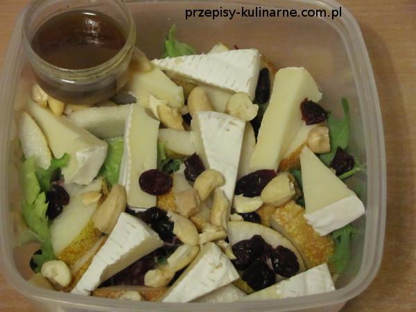 salatka z camembertem gruszka