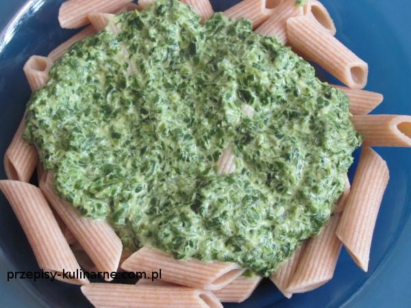 Makaron ze szpinakiem i mozzarellą