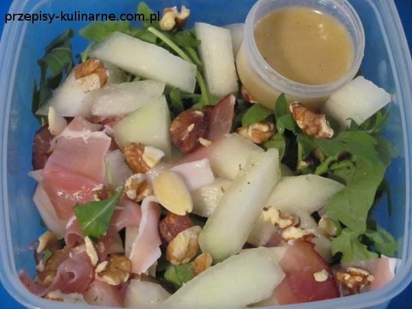salatka z melonem i szynka