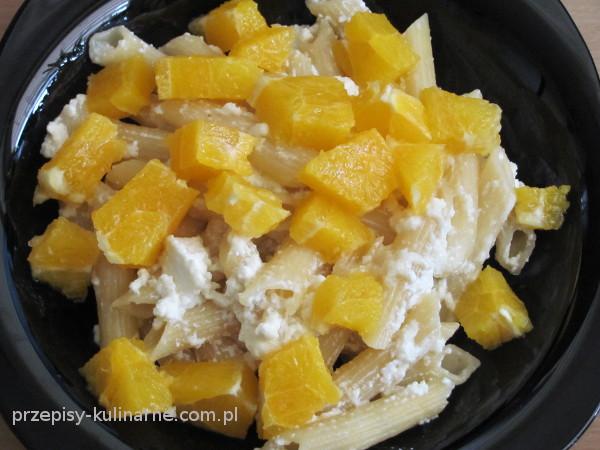 Makaron z serem białym i pomarańczą